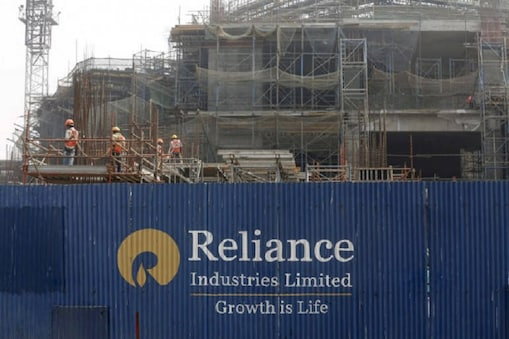 रिलायंस इंडस्ट्रीज ने अपने जुलाई-सितंबर तिमाही के नतीजे जारी कर दिए है. इस दौरान कंपनी का मुनाफा बढ़कर 9516 करोड़ रुपये हो गया है. वहीं, आमदनी बढ़कर 1.43 लाख करोड़ रुपये पर पहुंच गई है.