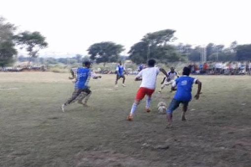 पलामू में हो रहे फुटबाल टूर्नामेंट का दृश्य