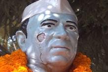 VIDEO: चाचा नेहरू की खंडित प्रतिमा पर कांग्रेसियों ने फूल चढ़ा कर दी श्रद्धांजलि