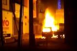 VIDEO: कार में लगी आग के चपेट में आई ऑटो, जलकर खाक