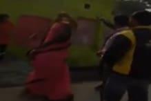 बिजली चोरी से रोका तो महिला ने किया कर्मचारी की डंडे से पिटाई
