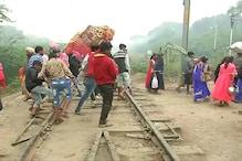 अमृतसर रेल हादसे से लोगों ने नहीं लिया सबक, अब छठ पूजा के दिन रेलवे ट्रैक पर हुए एकत्रित