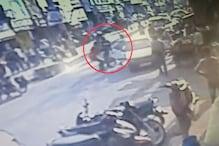 VIDEO: दो गुटों में जमकर चले लाठी-डंडे, सीसीटीवी में कैद हुई तस्वीर