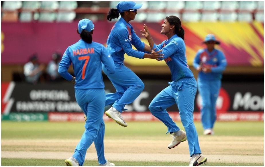अपने पहले दो मैचों में आसानी से जीत दर्ज करने वाली भारतीय महिला क्रिकेट टीम गुरुवार को जब आयरलैंड के खिलाफ उतरेगी तो उसकी कोशिश महिला वर्ल्ड टी20 के सेमीफाइनल में अपनी जगह पक्की करने पर होगी. ग्रुप-बी में अभी तक भारत ने अपने दोनों मैच जीते हैं. पहले मैच में उसने न्यूजीलैंड को 34 रनों से मात दी थी तो वहीं अगले मैच में पाकिस्तान को सात विकेट से पटका था. दोनों मैचों में टीम ने शानदार प्रदर्शन किया. पहले मैच में कप्तान हरमनप्रीत ने शानदार शतक जमाया था तो वहीं युवा जेमिमाह रोड्रिगेज ने भी अच्छा प्रदर्शन किया था. दूसरे मैच में अनुभवी बल्लेबाज मिताली राज ने अपने बल्ले का जौहर दिखाया था.