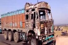 VIDEO: बालूमाथ में उग्रवादियों ने दो ट्रकों को किया आग के हवाले