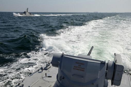क्रीमियाई प्रायद्वीप के पास यूक्रेन के नौसैनिक जहाज