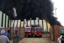 PHOTOS: फोम बनाने वाली फैक्ट्री में लगी भीषण आग, 3 कर्मचारी जिंदा जले