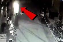 CCTV : सड़क पर खेल रही थी बच्ची, स्कूटर ने इस तरह कुचला