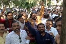 VIDEO: कमलनाथ के घर बढ़ी कार्यकर्ताओं की भीड़, दिखा जोश