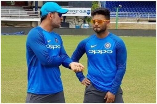 शास्त्री ने कहा कि धोनी की जगह लिमिटेड ओवर क्रिकेट में कोई नहीं ले सकता.