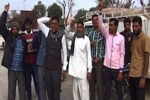 चूरू में टोकन के बावजूद नहीं तौली जा रही मूंग, किसानों ने किया प्रदर्शन