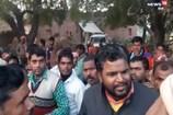 राशन कार्ड निरस्त होने से नाराज ग्रामीणों ने सप्लाई इंस्पेक्टर को बनाया बंधक