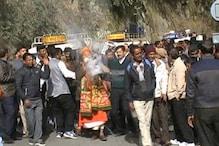 PHOTOS: अल्मोड़ा में सड़क के शिलान्यास की ख़ुशी में जमकर नाचे लोग