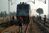 VIDEO: बालूमाथ रेलवे स्टेशन के पास मालगाड़ी का इंजन हुआ बेपटरी, बड़ा हादसा टला