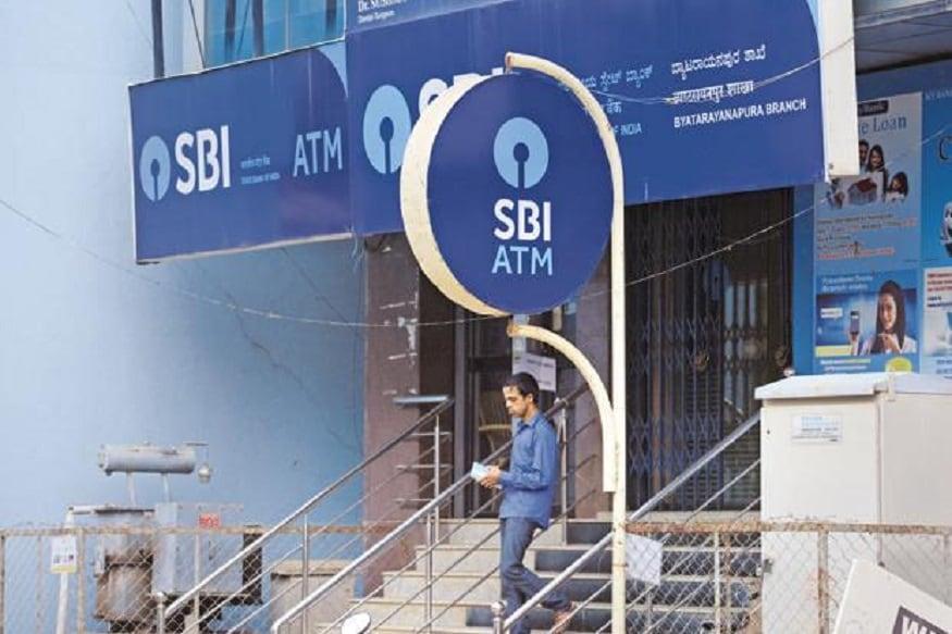स्टेट बैंक ऑफ इंडिया (SBI) अपने ग्राहकों को फ्रॉड से बचाने के लिए लगातार कोशिश कर रहा है. इसी सिलसिले में SBI ने ट्वीट कर ग्राहकों को एक नई सूचना दी है. ट्वीट के मुताबिक, अगर आपको किसी अनजान नंबर से कॉल आता है और कहता है कि मैं इस बैंक से बोल रहा हूं, तो आप उसका जबाव ऐसे दें, ताकि वो दोबारा कॉल करने से पहले सोचे.