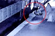 CCTV VIDEO: जोखिम उठाना हुआ खतरनाक, प्लेटफार्म-ट्रेन के बीच ऐसे आई महिला