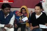 पुलवामा हमला: शहीद विजय कुमार मौर्य के परिजनों से मिले कैलाश खेर, दिया 10 लाख का चेक