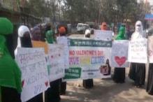 VIDEO: बजरंग दल की तर्ज पर मुस्लिम महिलाओं ने भी किया वेलेंटाइन डे का विरोध