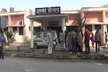 VIDEO: जहरीली शराब मामले में पीड़ितों का अस्पताल पहुंचना जारी