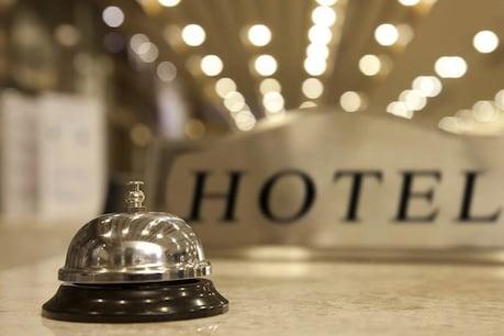 सरकार ने छोटे होटल्स के लिए लाइसेंसिंग के नियम आसान बना दिए हैं. अब छोटे होटल्स को फूड लाइसेंस लेने या रिन्यू कराने के लिए को स्टार रेटिंग सर्टिफिकेट नहीं दिखाना होगा.