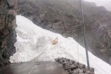 VIDEO: हिमस्खलन होने से NH 5 टिकू नाला के पास रास्ता बंद