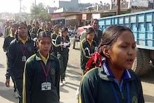 VIDEO: पुलवामा आतंकी हमले के विरोध में स्कूल स्टूडेंट और टीचर्स ने निकाली रैली