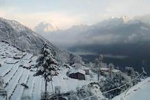 VIDEO: पिथौरागढ़ में बर्फबारी के बाद सफेद चादर में ढंका पूरा चौकोड़ी