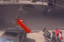 VIDEO: फ्लाइओवर से अचानक धड़ाम से गिरी लड़की! सकते में आए लोग