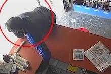 CCTV: हिस्ट्रीशीटर ने उठाया लापरवाही का फायदा, दुकान से ऐसे उड़ाया फोन