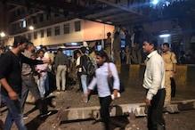 मुंबई के सीएसटी रेलवे स्टेशन के बाहर गिरा फुटओवर ब्रिज, सामने आई दर्दनाक तस्वीरें