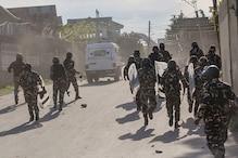 कश्मीर: आतंकियों ने नाबालिग को बनाया बंदी, सुरक्षा बलों से मुठभेड़ जारी