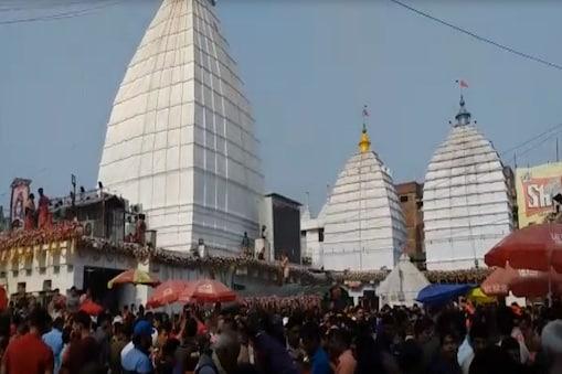 महाशिवरात्रि: देवघर के बाबा मंदिर में उमड़ी श्रद्धालुओं की भीड़