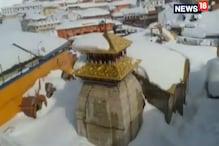 VIDEO: बर्फ की चादर से ढका बद्रीपुरी, मौसम हुआ ठंडा