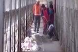 VIDEO: सतना रेलवे स्टेशन पर फुट ओवर ब्रिज गिरा, बड़ा हादसा टला