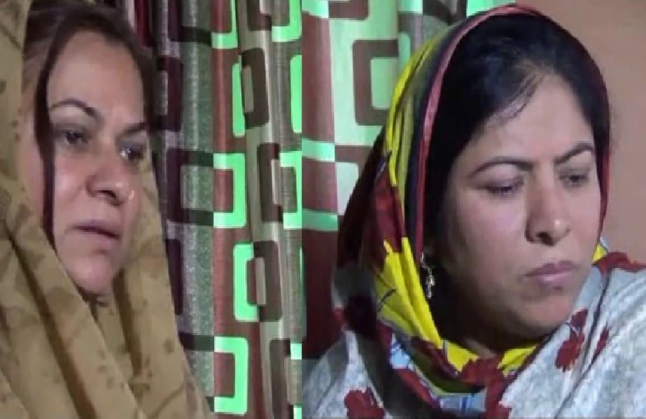 आंखों में दहशत, जेहन में दोनों मुल्कों के अमन चैन के लिए दुआएं करतीं पकिस्तान की बहुएं बन चुकी हिन्दुस्तान की दो बेटियां, जो अपनी मां के इंतकाल की सूचना के बाद अपने परिवार के साथ अपने वतन हिंदुस्तान लौटी ही थीं. लेकिन दोनों मुल्कों में हो रही तनातनी ने इस गमजदा परिवार को दहशत में ला दिया है. दोनों हिंदुस्तानी बहनें अपने बच्चों के साथ अपनी ससुराल पाकिस्तान जाने के लिए दोनों मुल्कों में अमन चैन की राह देख रही हैं. वहीं आंखों में झलक रही दहशत किसी बड़ी अनहोनी न हो इसके लिए खुदा से दोनों मुल्कों में अमन शांति बनी रहने की दुआ कर रही हैं. आगे पढ़ें पूरी कहानी...