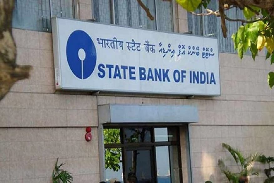 देश के सबसे बड़े बैंक भारतीय स्टेट बैंक (SBI) के खाताधारकों के लिए ये खबर महत्वपूर्ण है. दरअसल, SBI में कैश निकालने और जमा करने नियम बदल चुके हैं. नए नियमों को जानना आपके लिए बहुत जरूरी है. इन नए नियमों को जानने के बाद आप फायदे में रहेंगे. हम आपको बता रहे हैं एसबीआई से कैश निकालने और जमा करने से जुड़े नियम जो बदले हैं...