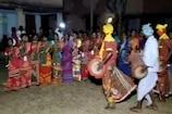 VIDEO : आदिवासियों ने की वाहा पर्व पर जाहेरथान में की फूलों से ईष्ट देव की पूजा