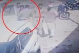 VIDEO: ट्रांसपोर्टर को जबरन उठा ले गई 'पुलिस', फिर सबको शक हुआ कहीं किडनैपिंग तो नहीं हुई!