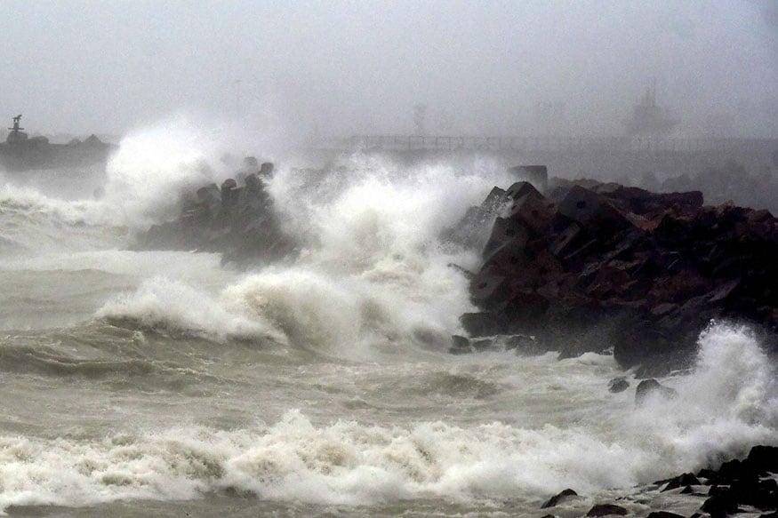 फानी तूफान की वजह से तमिलनाडु में भूस्खलन तो नहीं होगा, लेकिन राज्य के कई उत्तरी हिस्सों में हल्की बारिश हो सकती है. मौसम विभाग ने 29 और 30 अप्रैल को केरल में भारी बारिश की आशंका जताई है.