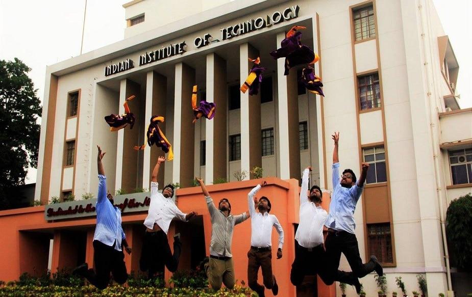 इसके बाद इंडियन इंस्टीट्यूट ऑफ टेक्नोलॉजी(IIT), खड़गपुर का नंबर आता है.