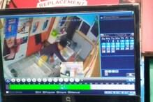 VIDEO: दिनदहाड़े मोबाइल दुकान में चोरी, CCTV में कैद हुई तस्वीर