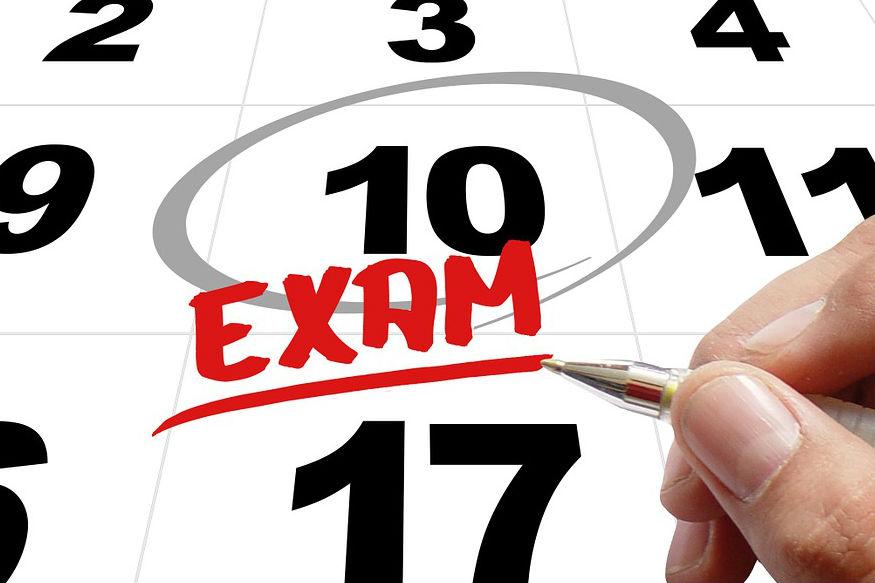 2019 की 12वीं की परीक्षाएं हो चुकी हैं. अब विद्यार्थी रिजल्ट के इंतजार में हैं. ऐसे में अगर आपको ऐसा लग रहा है कि आपके अच्छे नंबर नहीं आएंगे तो चिंता न करें, क्योंकि ऐसे कई कोर्स हैं, जिसमें आप कम मार्क्स होते हुए भी एडमिशन ले सकते हैं. ये हैं वे कोर्स जिनमें 12वीं में कम मार्क्स लाकर भी आप एडमिशन ले सकते हैं.