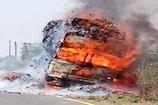 VIDEO: बिजली की तार से टकराया ट्रक, तेंदूपत्ता समेत जलकर हुआ राख