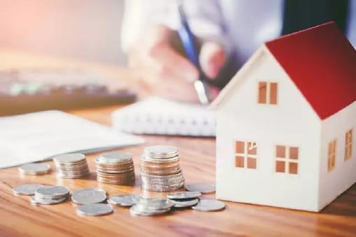 लगभग सभी लोगों के मन में एक संशय हमेशा रहता है कि वो घर किराए पर लें या खरीदें. आइए जानें इस सवाल का जवाब...