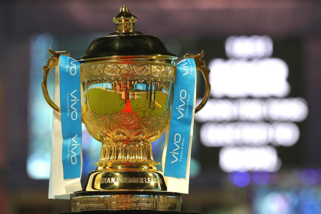 आईपीएल का टूर्नामेंट भले ही भारतीय क्रिकेट बोर्ड(बीसीसीआई) कराता हो लेकिन इसमें खेलने वाली टीमों के कप्तानों के रूप में भारतीय खिलाड़ियों का हाल बुरा रहा है. भारत के कई दिग्गज क्रिकेटरों से बीच टूर्नामेंट के दौरान कप्तानी छीन ली गई. शुरुआत सीजन में तो कई बार टीम मालिकों ने देसी के बजाय विदेशी कप्तानों पर ज्यादा भरोसा जताया. हालांकि वर्तमान सीजन में 8 में से 6 टीमों के कप्तान भारतीय हैं. (Photo: IPL)