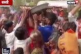उपमुख्यमंत्री केशव मौर्य की जनसभा में हुई समोसे की लूट