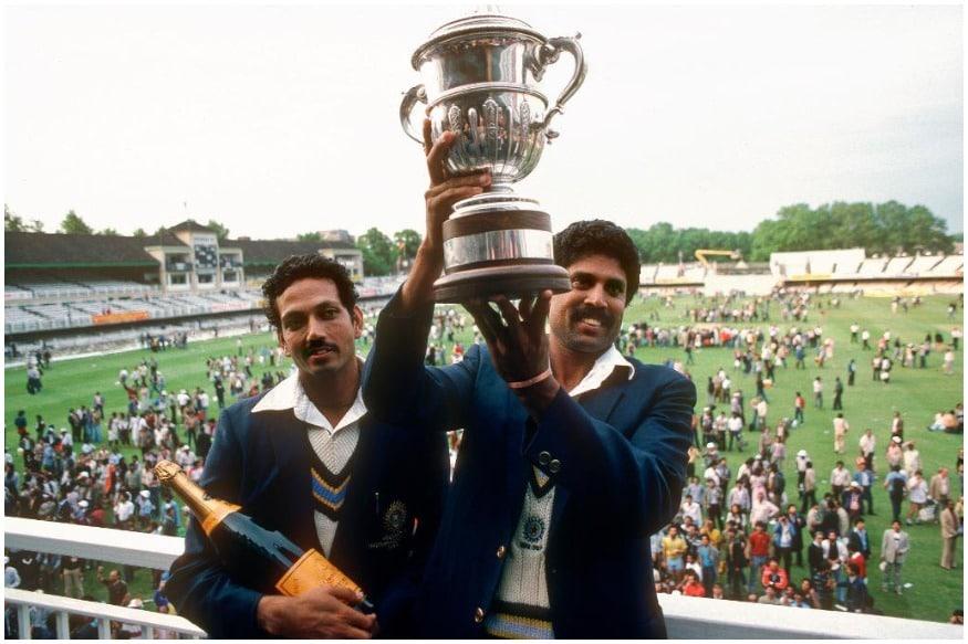 भारतीय क्रिकेट बोर्ड ने कुछ महीने पहले टीम इंडिया की नई जर्सी को लॉन्च किया था, जिसे विराट सेना आईसीसी क्रिकेट वर्ल्ड कप 2019 में पहन कर खेलेगी. हालांकि कपिल देव की अगुवाई वाली टीम ने 1983 में सफेद जर्सी पहनकर वर्ल्ड कप जीता था. फिर 2011 में महेंद्र सिंह धोनी ने गहरे नीले रंग की जर्सी पहनकर अपना परचम लहराया. हालांकि 1992 वर्ल्ड कप में रंगीन जर्सी को पहली बार देखा गया और हम यहां आपको भारतीय टीम की जर्सी के रंगों से रूबरू करवा रहे हैं.