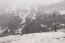 केदारनाथ में यात्रा सीजन की पहली बर्फबारी के बाद ठंड बढ़ी