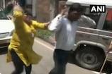 खुद को अधिकारी बता कर महिला से चाहे रुपए, चप्पलों से पिटा