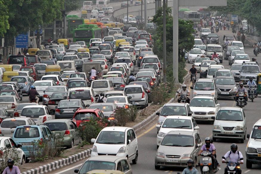 नई दिल्ली पर लगातार बढ़ रही भीड़ को लेकर प्रशासन जल्द ही सख्त कदम उठाने की तैयारी में है. रेलवे स्टेशन पर तेजी से बढ़ रही ऑटो और टैक्सी की भीड़ को लेकर प्रशासन परेशान है और अब इस पर कड़े नियम लागू करने जा रहा है.